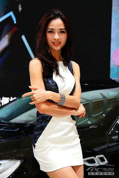 2019上海车展车模-起亚清纯美女